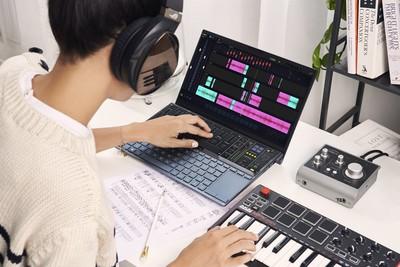 試玩華碩ZenBook Duo雙螢幕筆電 吳姍儒化身快閃店一日店長