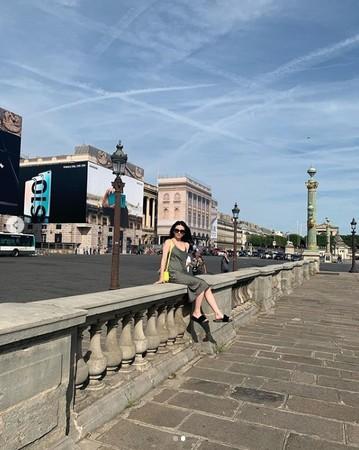 ▲沈月PO出巴黎性感照。(圖/翻攝自沈月Instagram)