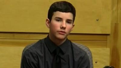 「媽媽的血噴到我臉上」!12歲孩和家暴父法庭對質 目光空洞描述砍殺過程