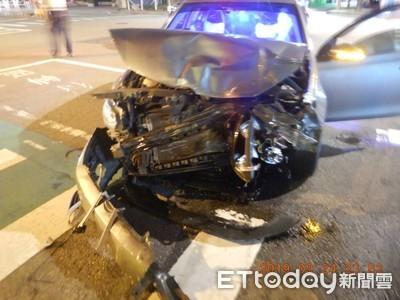 Uber司機違規左轉!猛撞對向來車「車頭全爛」釀2傷