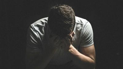 信心靈雞湯反得憂鬱症 男痛訴爸媽:逼我「感恩」不吐錢就是不孝