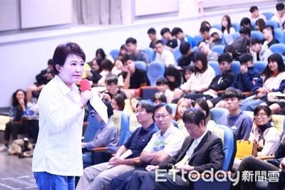 盧秀燕北上 與學子暢談城市治理
