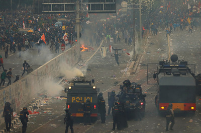 印尼反修法示威 94人被捕300傷