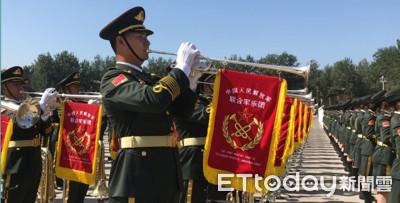 陸聯合軍樂隊「震撼」1300人日操10H