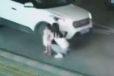 2歲童停車場慘死 網:都是媽媽的錯