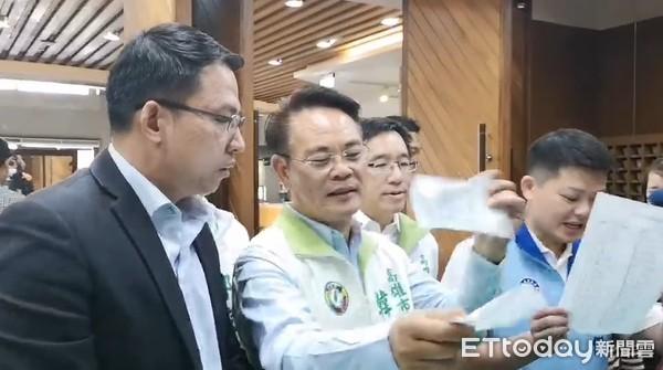 快訊/質詢韓國瑜還要抽籤!民進黨團總召韓賜村「怒撕名單」:民主之恥啊 |