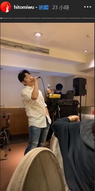 ▲王瞳25日晚間PO出艾成唱歌影片。(圖/翻攝王瞳IG)