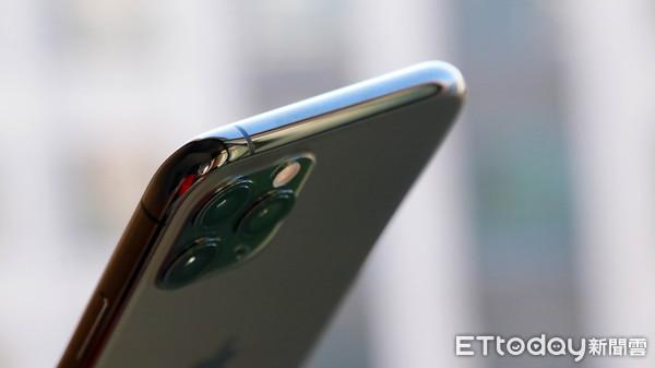 ▲iPhone 11 Pro夜幕綠外觀動眼看與原廠透明保護殼實測 。(圖/記者洪聖壹攝)