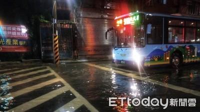 基隆時雨量58毫米 八堵火車站前淹水