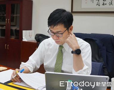 韓國瑜6點下班、陳其邁7點半忙著看公文...網讚:上班保證沒抽籤