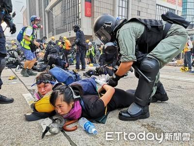 港警拘捕示威者 有記者中彈倒地