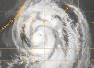 「強降雨接近北部晚間狂風暴雨」 專家見米塔雲圖驚醒