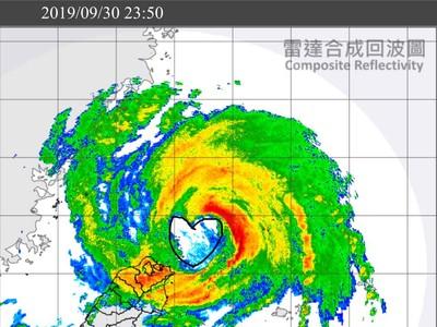 米塔「有愛」!核心風雨區閃過台灣