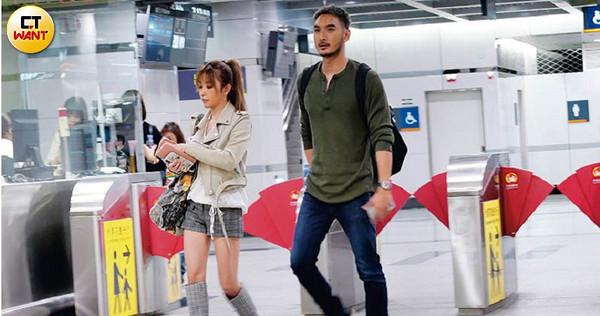 本刊直擊許維恩和呂銳一起走出高鐵南港站,兩人一路上有說有笑。