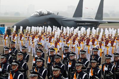 南韓出動F-15K巡邏獨島又曬F-35