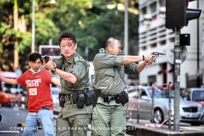 2警員遇襲頭破血流 開2槍示警