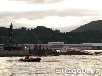 2船員睡夢中受困底層「8hrs」 軍艦急拖船排水救命