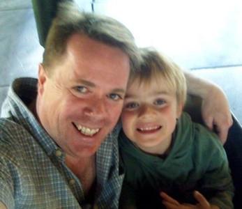 肥臉哥強抱6歲男童 當老媽面「從10樓往下摔」脊椎脆碎
