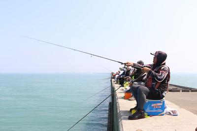 台中港北堤全段開放垂釣