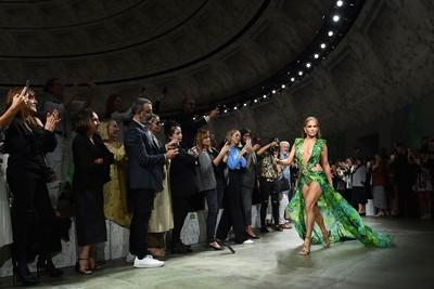 Versace 2020春夏與Google有關?