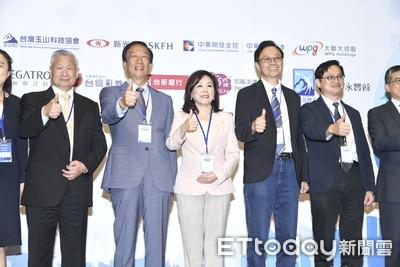 郭台銘出席台灣玉山科技協會年會 李紀珠力邀童子賢、吳敏求為產業發聲
