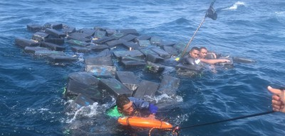 3男浮海上向軍方求救 交出1265公斤古柯鹼