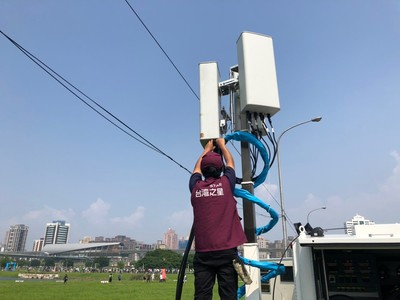五電信網路訊號車進駐新北大都會公園