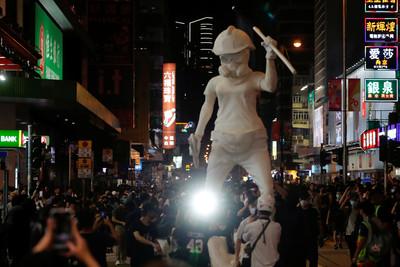人民日報:禁蒙面打掉暴徒心理保護傘