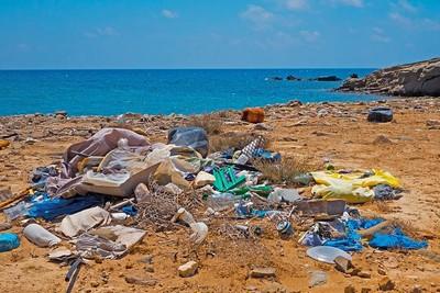 韓國市長營造環保假象! 倒一噸垃圾進海灘 讓淨灘者「有垃圾撿」