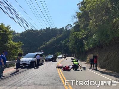 無照騎士雙載過彎自摔 後座少年慘遭對向汽車撞死