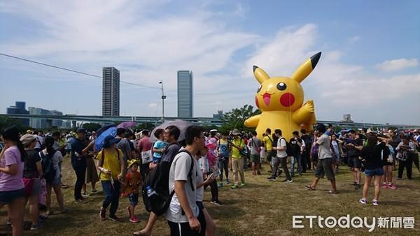 Image result for 訓練家們們還在現場超過200個攤販的餐飲區大啖台灣小吃