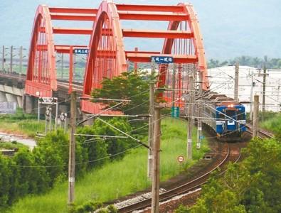 台鐵複檢重點橋梁 報告年底前出爐