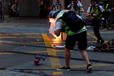 6日示威30人受傷 最小僅13歲