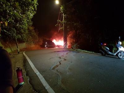 小貨車疑遭縱火 警逮3少年調查