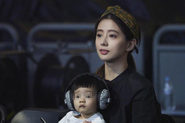 ▲林宥嘉的老婆丁文琪和兒子「酷比」現身台下力挺。(圖/華研國際提供)