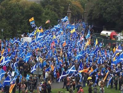 蘇格蘭獨立遊行 參與人數差很大