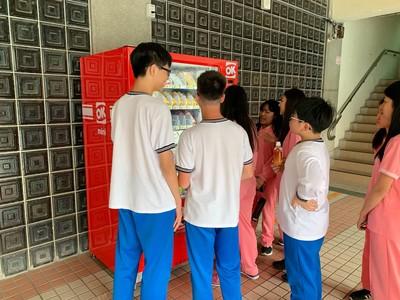「智慧販賣機」惹議 教育局:9校試辦