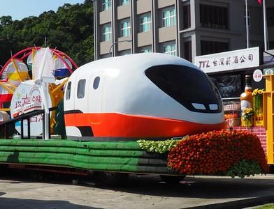高鐵首部超Q萌「國慶花車」亮相