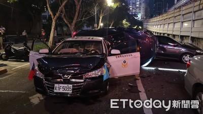 即/建國南路警車連環撞 2人傷