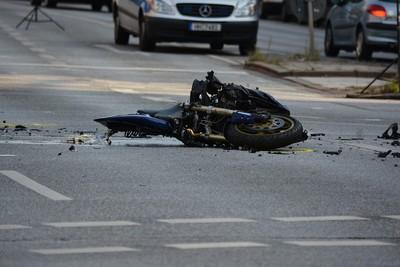 男騎士撞死老翁被起訴 法醫作證結果翻盤