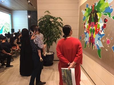 接待中心巧思變身美術館 大師級畫作近距離觀賞