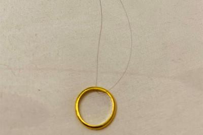 「戒指+頭髮」秒知未來生男生女 網友都說毛
