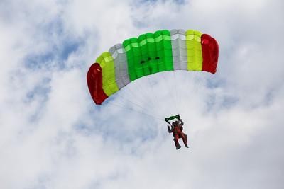 救難隊員傘繩繞脖 800公尺高墜地