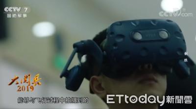 殲20飛官超愛!大閱兵利用HTC vive模擬訓練