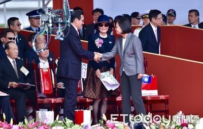 馬英九才狂批斷交 國慶微笑跟蔡英文、吳釗燮握手