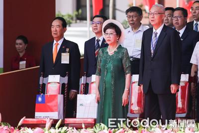 藍綠國慶同場唱國歌 呂秀蓮避開「吾黨」