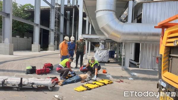吊車重摔20公尺落地!3工人疑未戴安全帽爆頭亡 全是彰化人