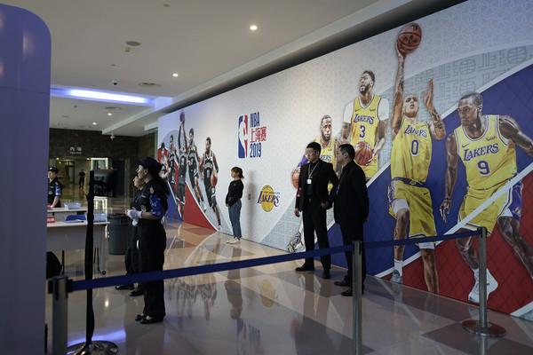 NBA發不了財 上海賽受莫雷風波球場變超「乾淨」