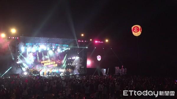 高雄「舊鐵橋音樂會」主辦單位估13萬人!韓國瑜沒看完煙火就先撤