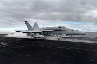 F/A-18C大黃蜂 卸裝備告別第一線